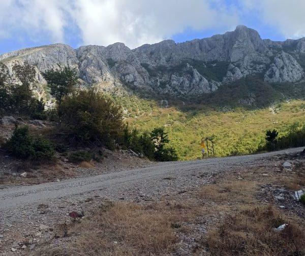 Перекрёсток дороги Старый Бар - Микуличи и тропы Старый Бар - перевал Bijela skala