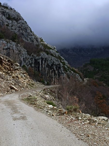 Дорога в горах над Баром