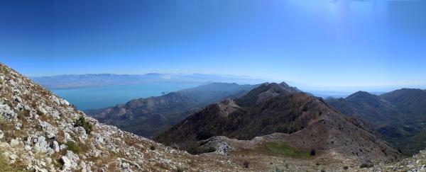 Вид на Скадарское озеро и южную часть хребта