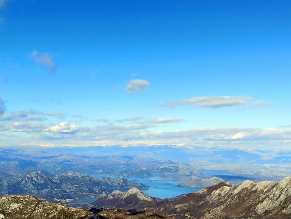 Вид с верха Врсуты на Скадарское озеро